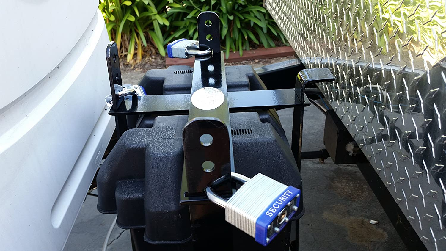 Single RV Battery Lock, Locks Battery Boxes for RVs, Campers, and Trailers