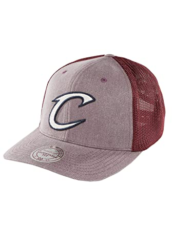 1d7e2a236ee94 Mitchell   Ness Men Caps Trucker Cap NBA Washout 110 Flexfit Cleveland  Cavaliers red Adjustable