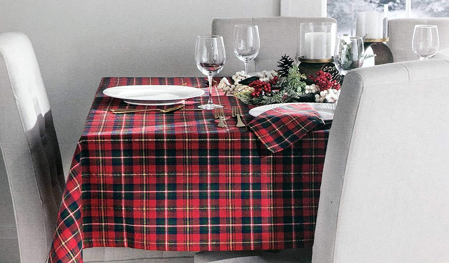 Ridgefield Home Fabric Tablecloth Set with 6 Napkins Classic Christmas Scottish Tartan Plaid Pattern in Red Green with Thinner Gold White Stripes (60 Inches x 84 Inches)