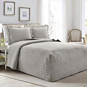 Lush Decor French Country Geo Ruffle Bedding, 3-Piece Bedspread Set (Queen, Light Gray) (16T004661)