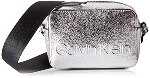 Calvin Klein - Edged Camera Bag Met, Bolsos bandolera Mujer, Gris (Silver), 7x12x18 cm (B x HT)