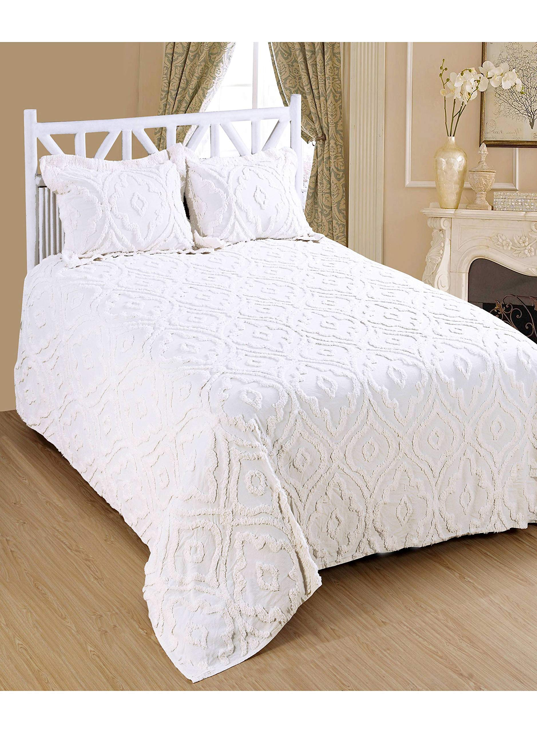 Saral Home Fashions Tangire Design Chenille Bedspread Two Sham, Queen, White (Bedspread-118x102 inches, Sham-26x20+2 inches)