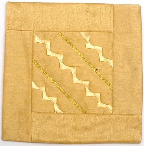Funda de cojin de color dorado/amarillo, hecha de seda de la ...