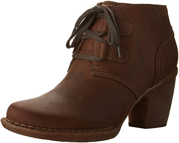 CLARKS Women's Carleta Lyon Boot Brown Oiled Nubuck 5 M US