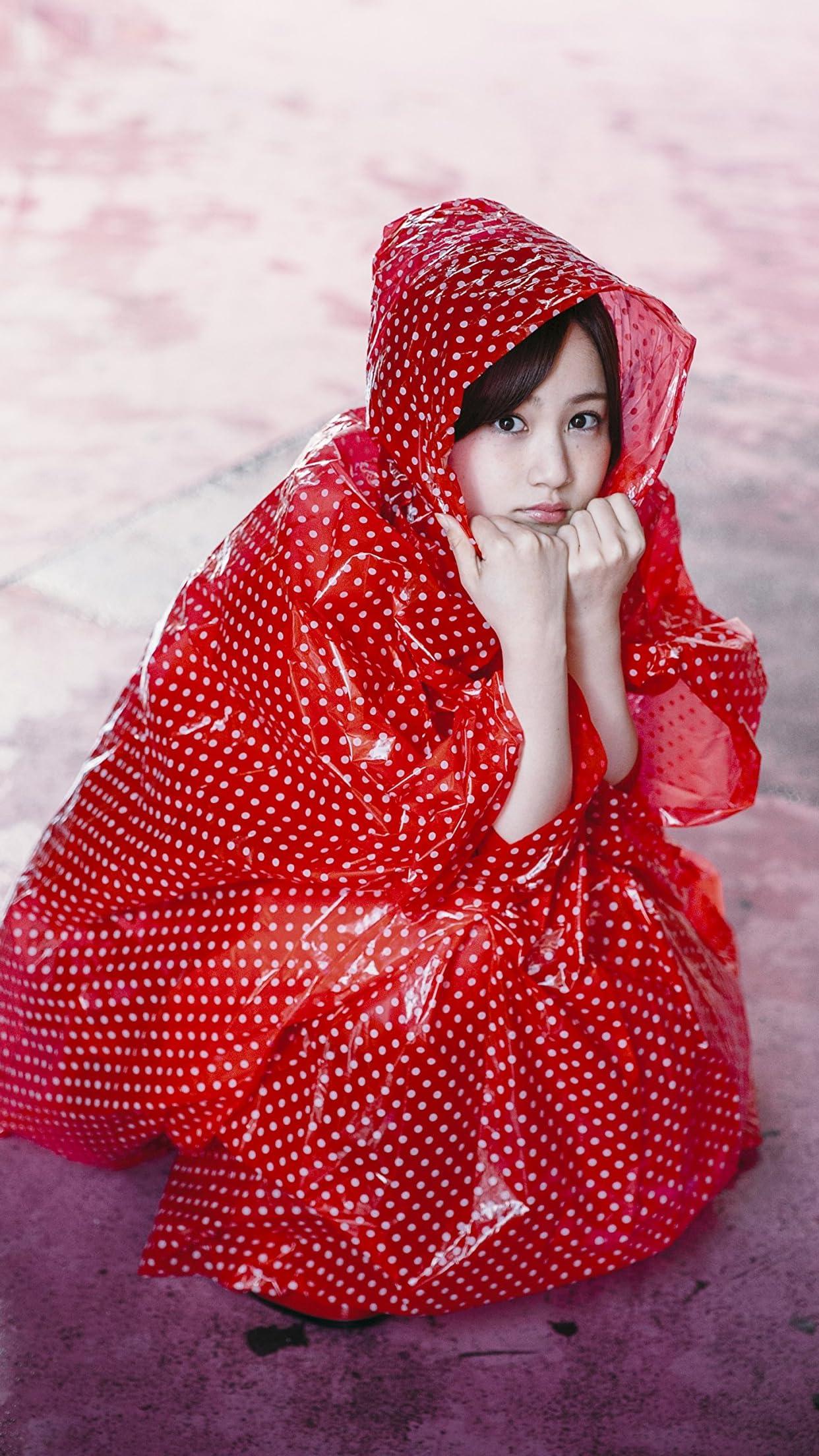乃木坂46 赤ずきんちゃんのような雨合羽の星野みなみさん iPhone8,7,6 Plus 壁紙(1242×2208)画像