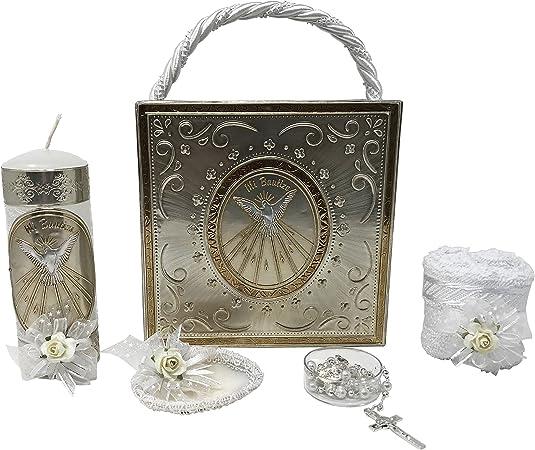 Kit de bautismo católico premium en una caja de repetición con toalla, vela, rosario y concha