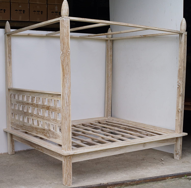 Himmelbett aus Teakholz hell / Betten