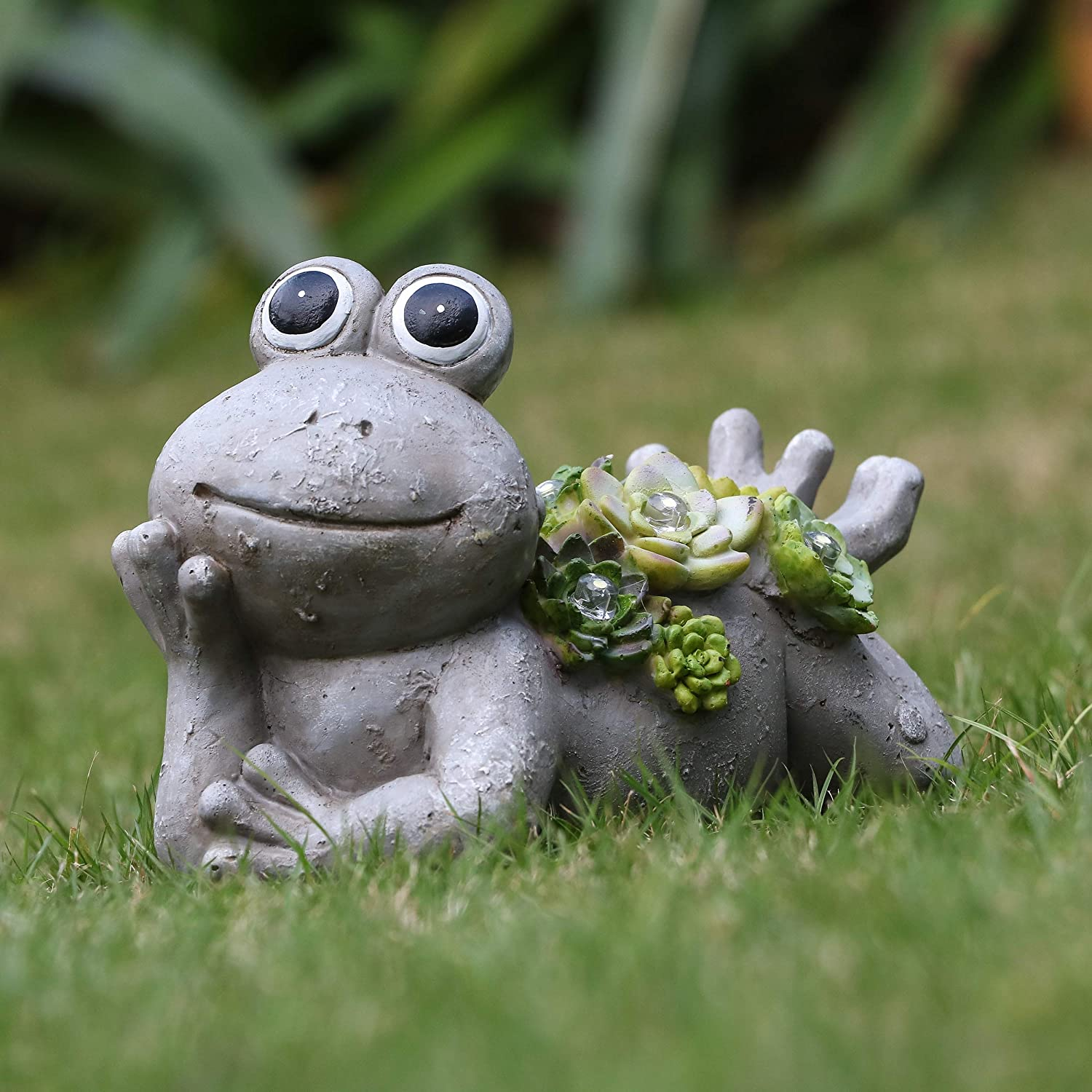 TERESA'S COLLECTIONS 7.3X4.5 Inch Garden Frog Statues,Solar Powered Garden Lights for Outdoor Patio Yard Decorations