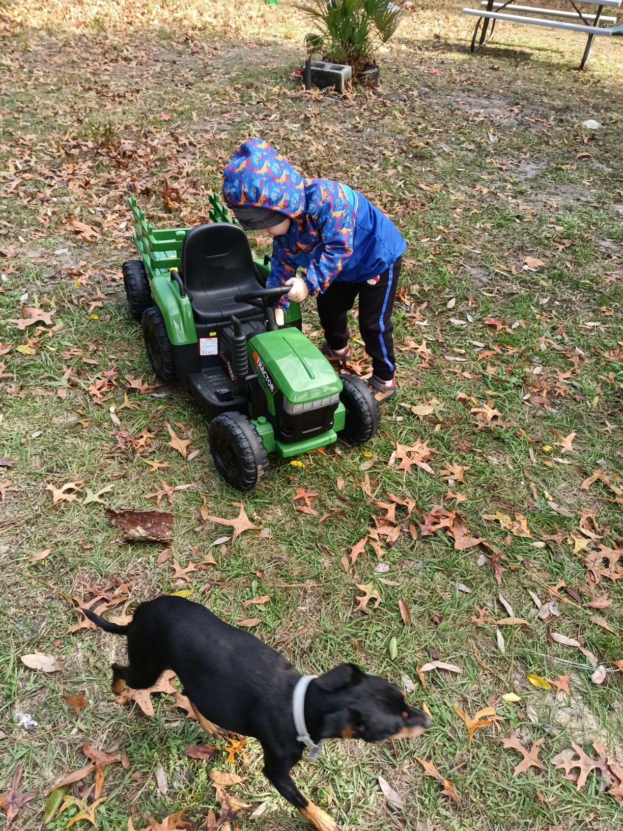 12V Electric Kids Ride-On Tractor with Trailer, Dark Green photo review