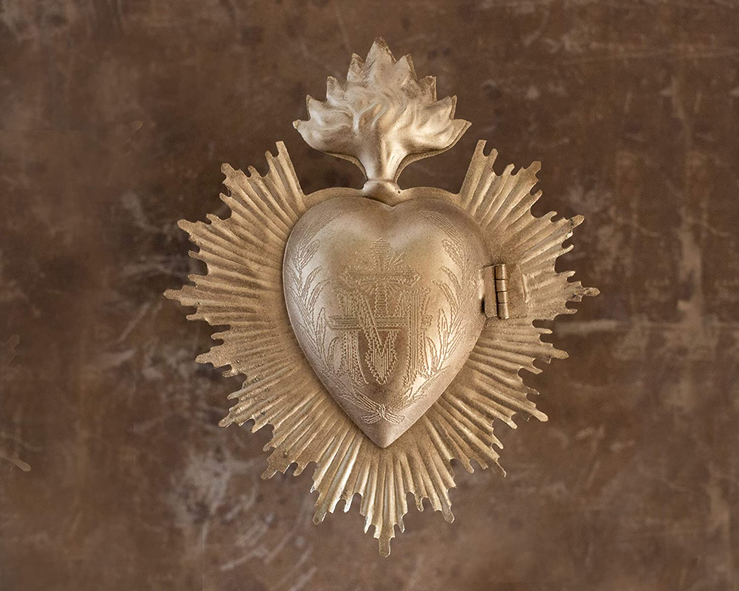 Milagro heart box - the perfect French country decor item or gift. Tuck a little prayer or message inside. #frenchcountry #homedecor #oldworldstyle #frenchgifts #milagro #religiousdecor #vintagestyle