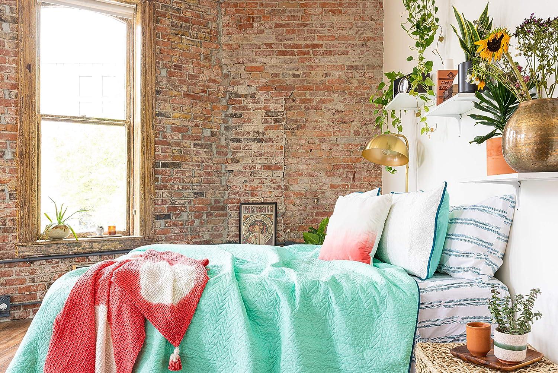 Refinery29 | Quinn Arrow Bedding Collection | Luxury 100% Cotton Premium Ultra Soft Quilt Coverlet, Lightweight Comfortable 3 Piece Set, Modern Design for Home Hotel Décor (Twin/Twin XL, White/Aqua)