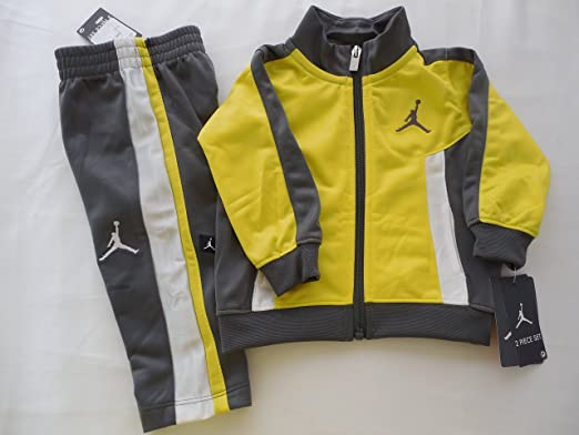 0c5c9acf625561 Image Unavailable. Image not available for. Color  Nike Air Jordan Logo Boys  Jacket ...