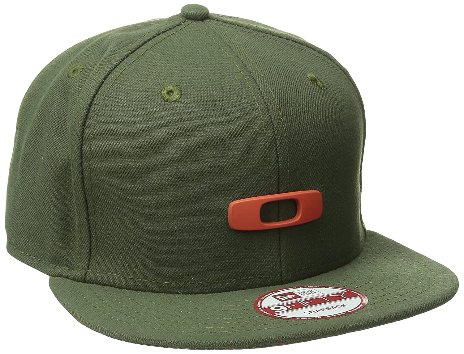 a011b8a0cdc Amazon.com  Oakley Mens Metal Gascan O-Justable  15 Adjustable Hat One Size  Flare Orange  Clothing