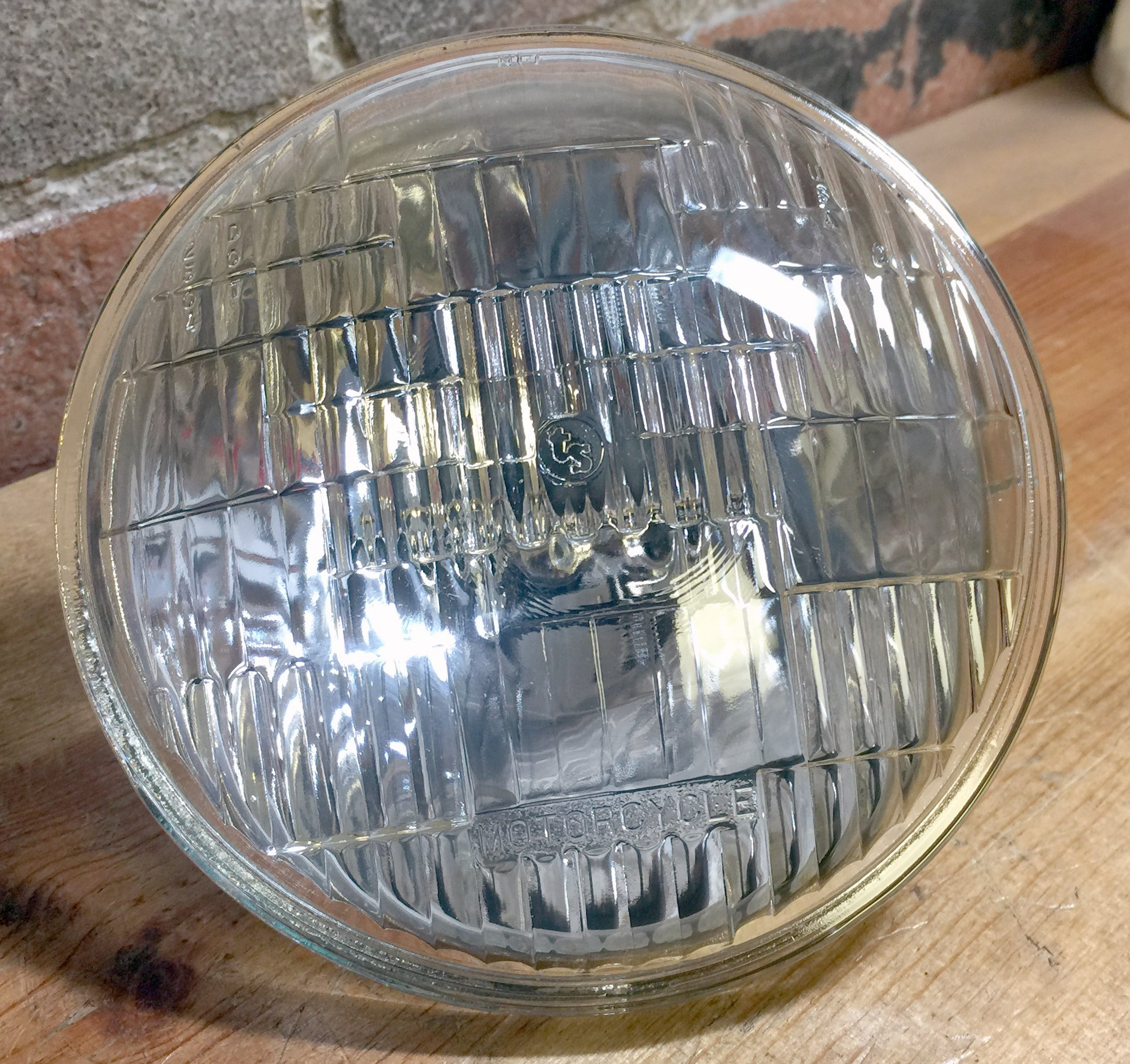 Wagner H4467 5 3/4'' Round 12 V Sealed Beam Motorcycle Headlight 50W / 35W
