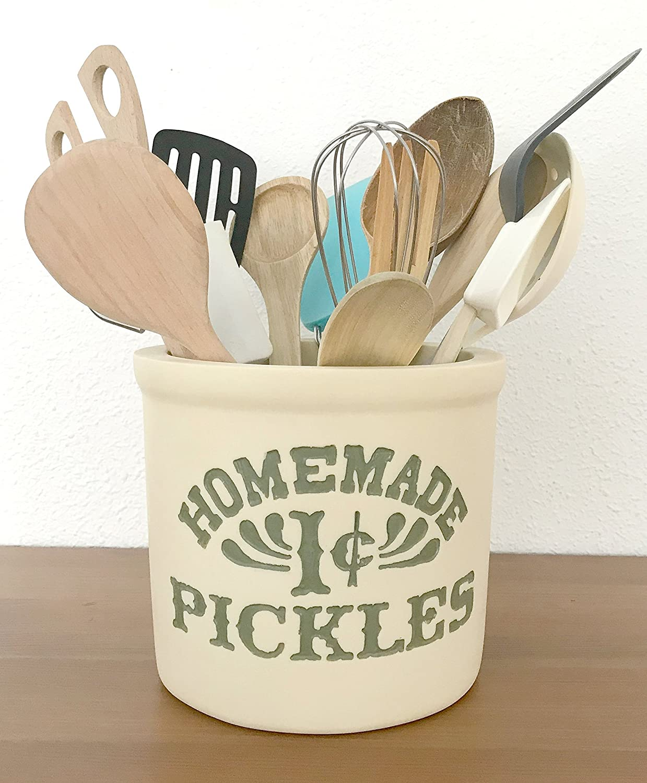 SERIE FRIENDS. Cocina de Mónica. Bote para utensilios ♥100% Handmade♥. Friends TV Show, Homemade 1 cent Pickles. #friendsfest