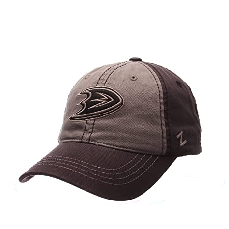 77e16fe306c Amazon.com   ZHATS NHL Anaheim Ducks Men s Storm Front Strap Back ...