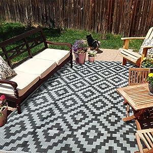 SAND MINE Reversible Mats, Plastic Straw Rug, Modern Area Rug, Large Floor Mat and Rug for Outdoors, RV, Patio, Backyard, Deck, Picnic, Beach, Trailer, Camping (5' x 8', Black Grey Lattice)