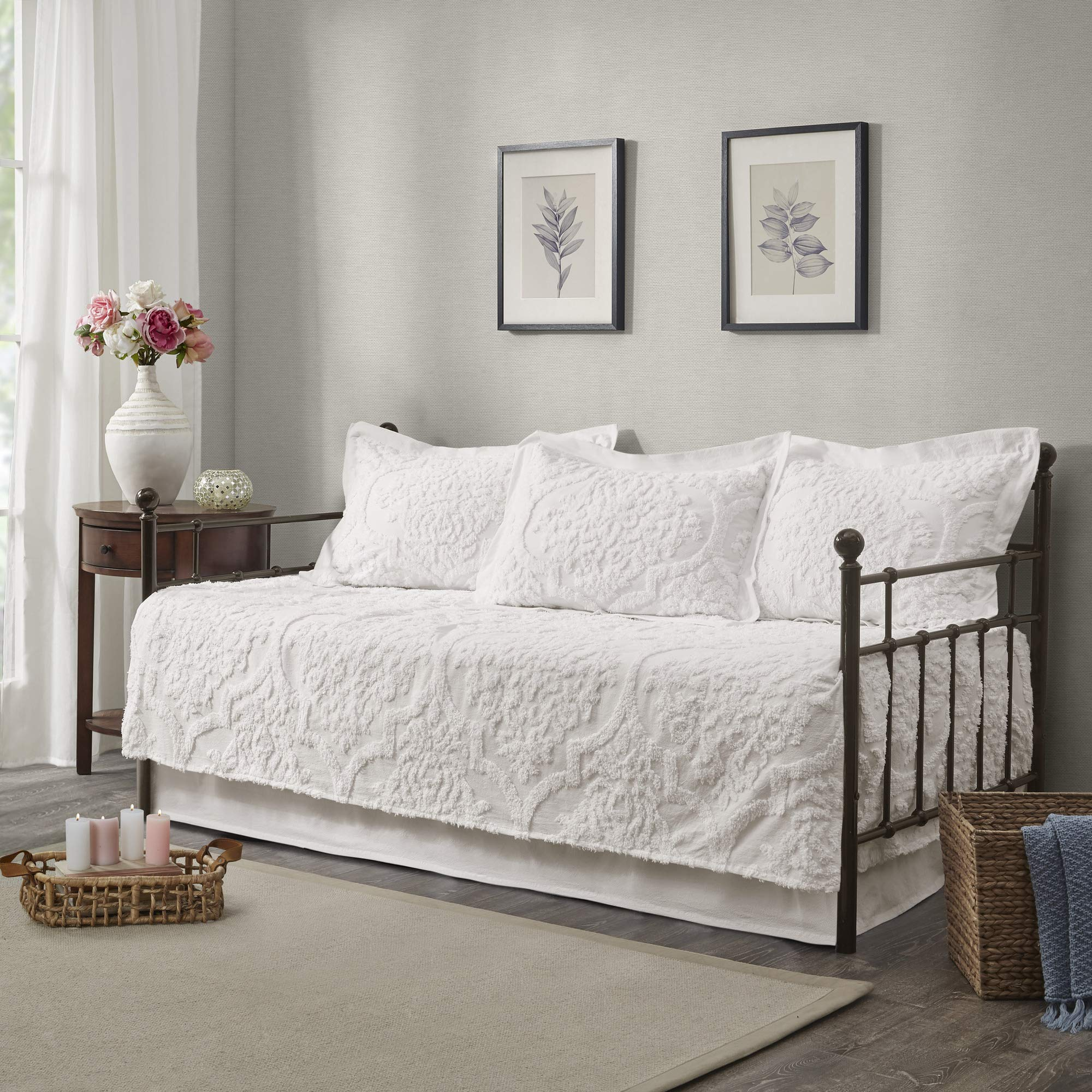 Madison Park Viola 5 Piece Tufted Cotton Chenille Daybed Set, White by Madison Park