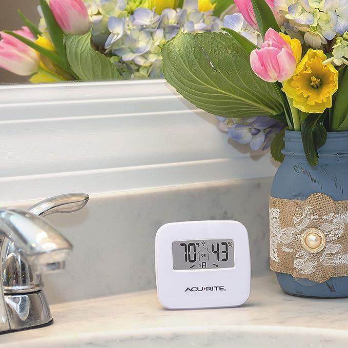 AcuRite 06044M Wireless Temperature and Humidity Monitor Sensor