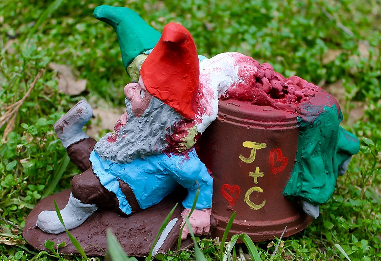 Zombie Gnomes: Love Hurts