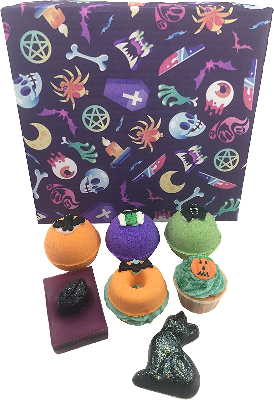 Halloween Bath Set 4 X 140g Spooky Bath Bombs Pumpkin Cupcake Bath Bomb 90g 2x Spooky Soaps Amazon Co Uk Beauty