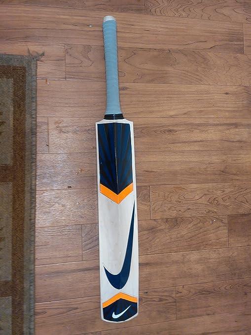 few lines on cricket bat