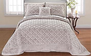 Amazon.com: Serenta Faux Fur Quilted Tatami 4 Piece Bedspread Set ... : faux fur quilt - Adamdwight.com