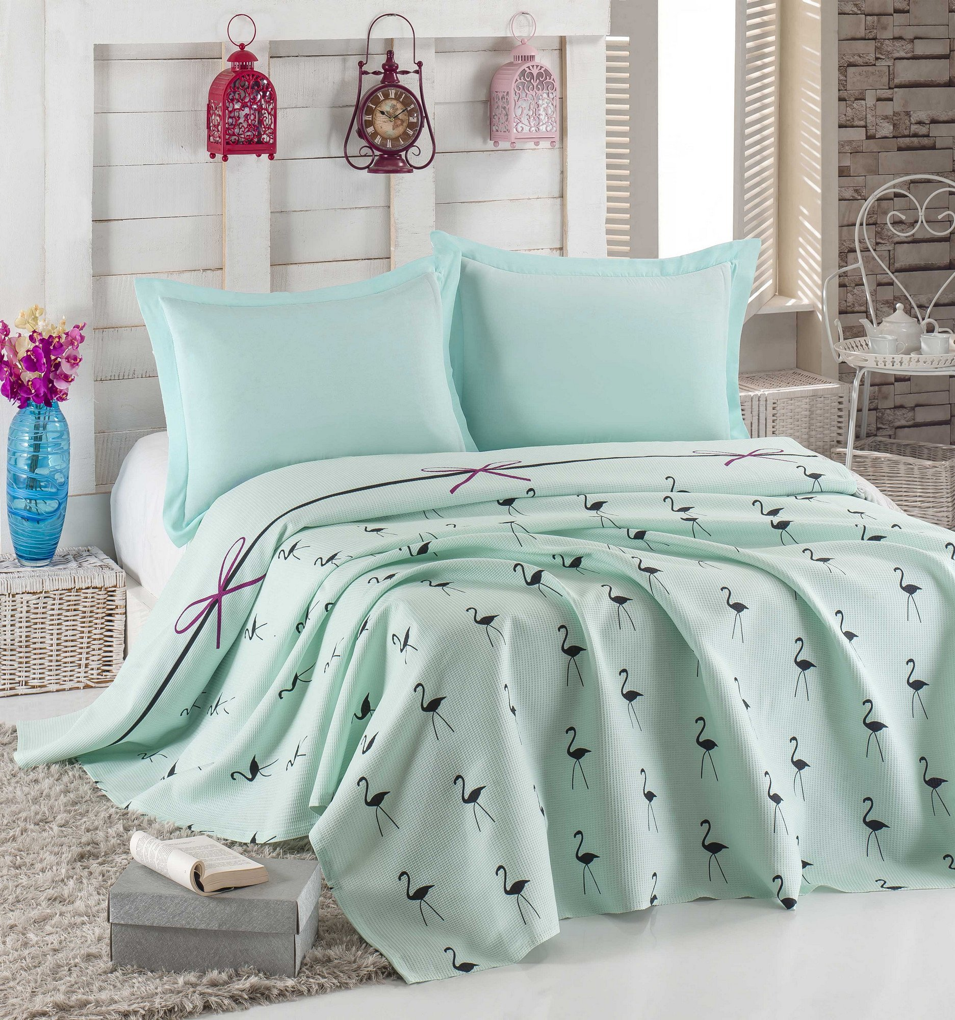LaModaHome Animals Coverlet, 100% Cotton - Black Flamingos on Green, Line, Bowtie - Size (94.5'' x 86.6'') for Queen and Double Bed