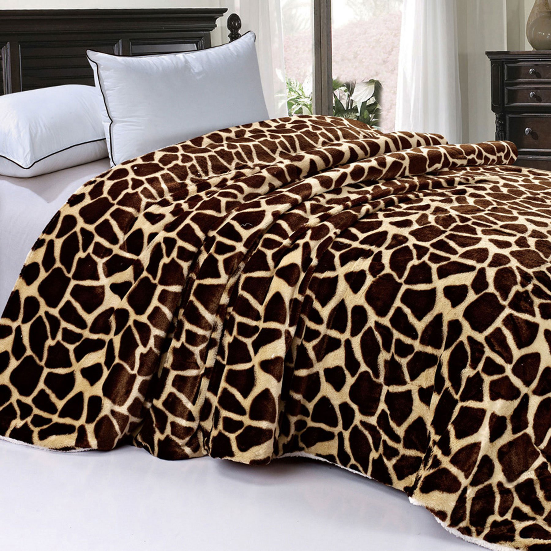 BOON Soft and Thick Faux Fur Sherpa Backing Bed Blanket, Brown Giraffe, 84'' x 92''