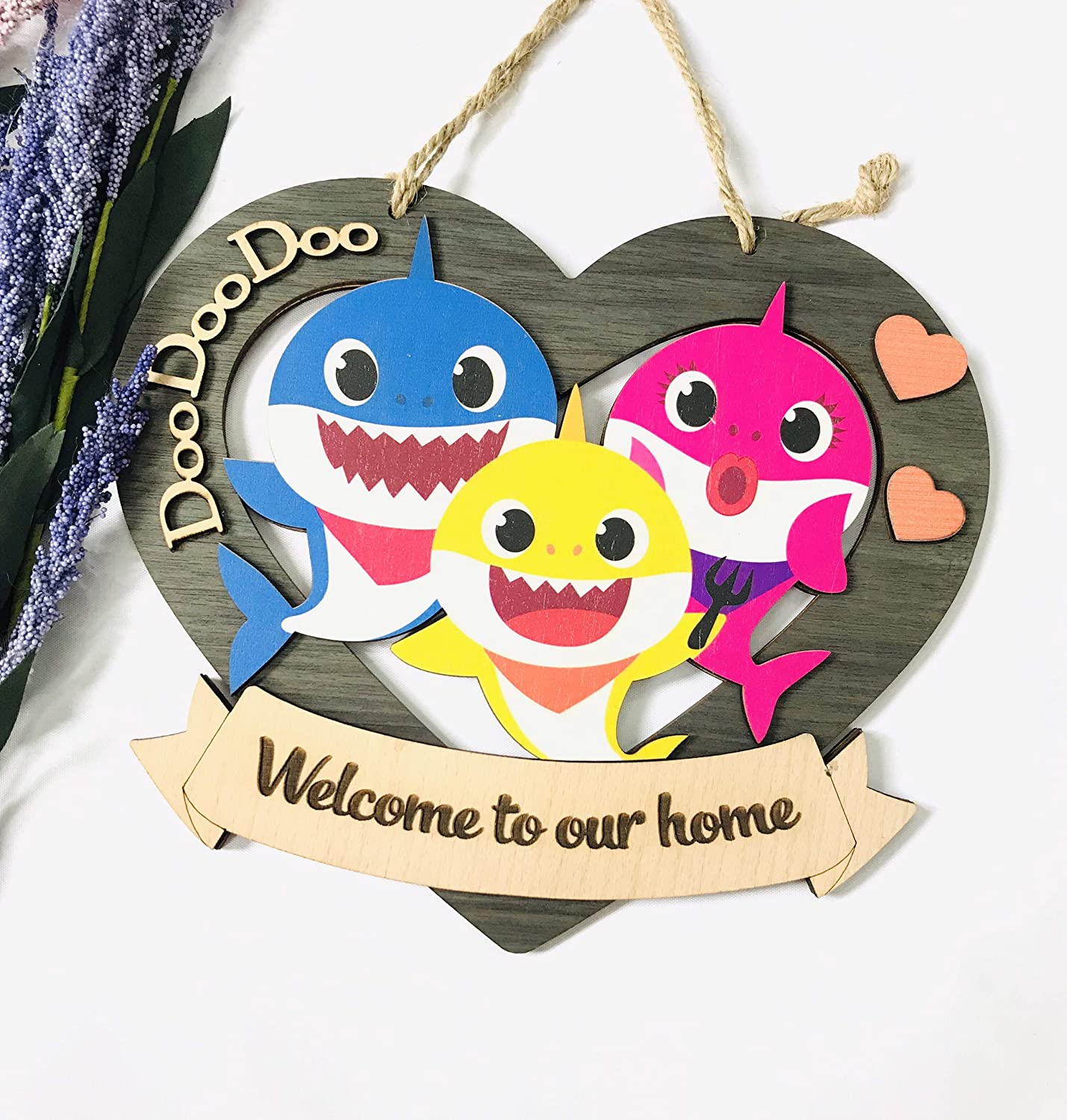 M&M CREATION Welcome to Our House Doo Doo Doo Sign with Funny Baby Song Front Door Decor Wood Made Hanging Sign Cute House Porch Decorations for Home Outdoor Indoor