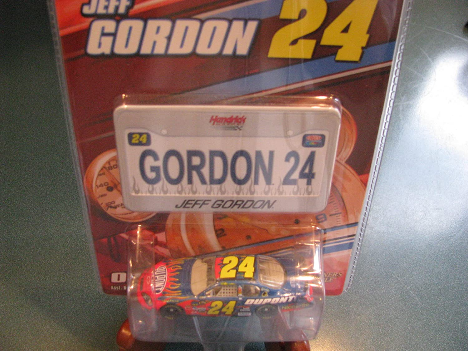 2007 Jeff Gordon #24 Dupont Monte Carlo Flames 1//64 Scale /& Bonus Mini Replica License Plate Edition Winners Circle