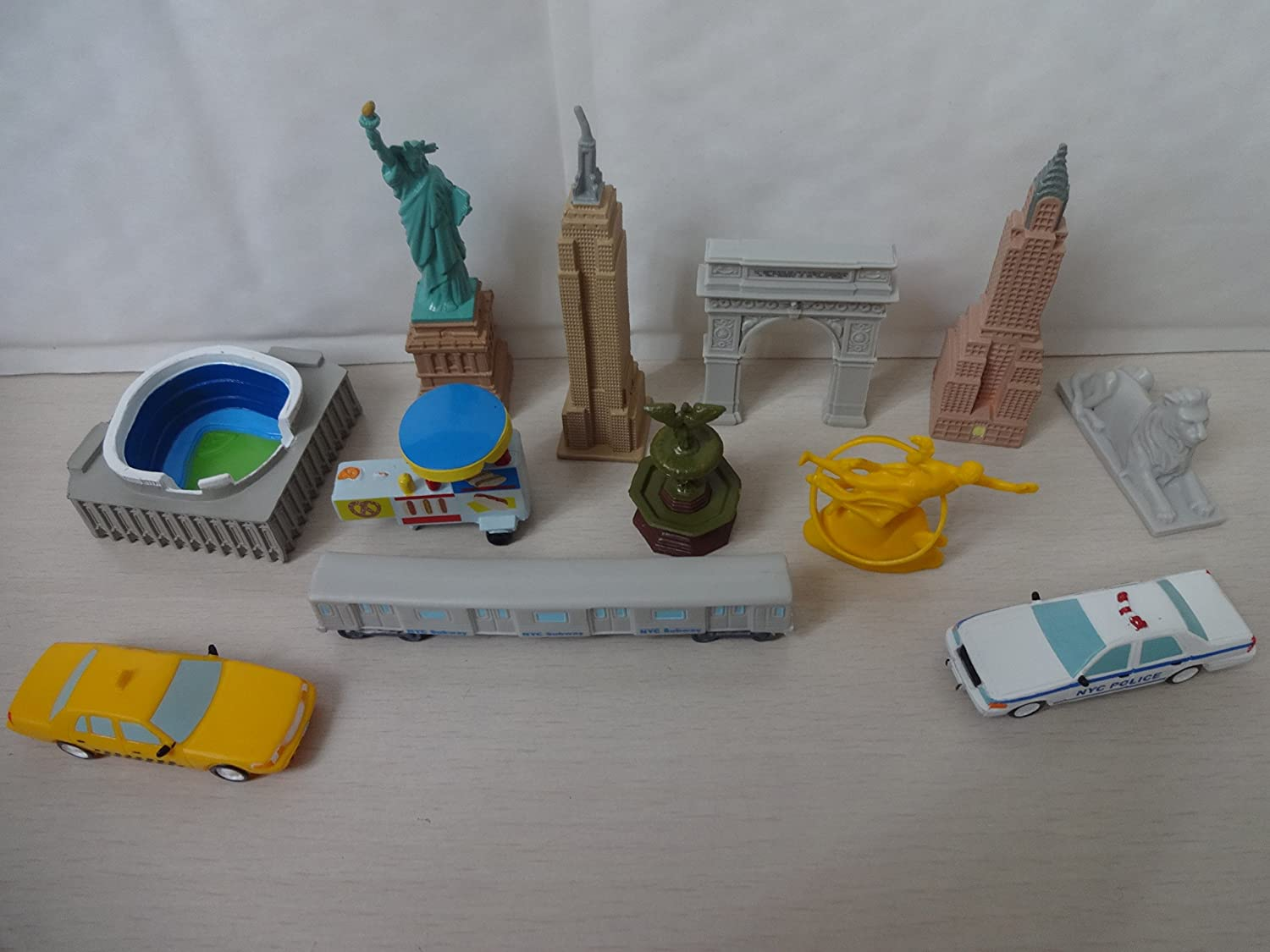 Mister A Gift Around The World New York Cake Toppers 12 Plastic