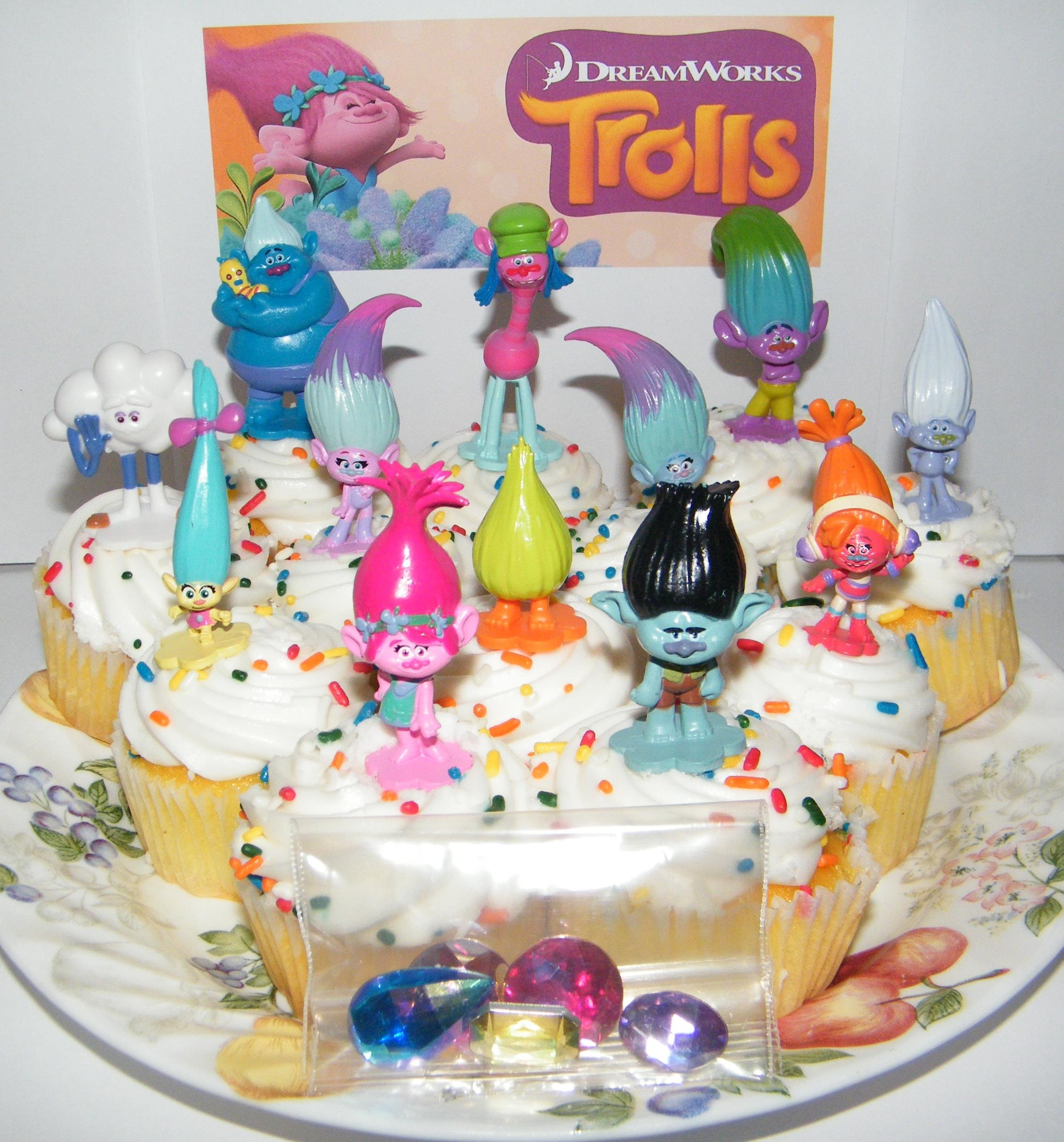 Dreamworks Trolls Movie Deluxe Party Favors Goody Bag Fillers Set of 17 with Figures and ''Treasure Troll'' Jewels Featuring Princess Poppy, Branch and Many More!