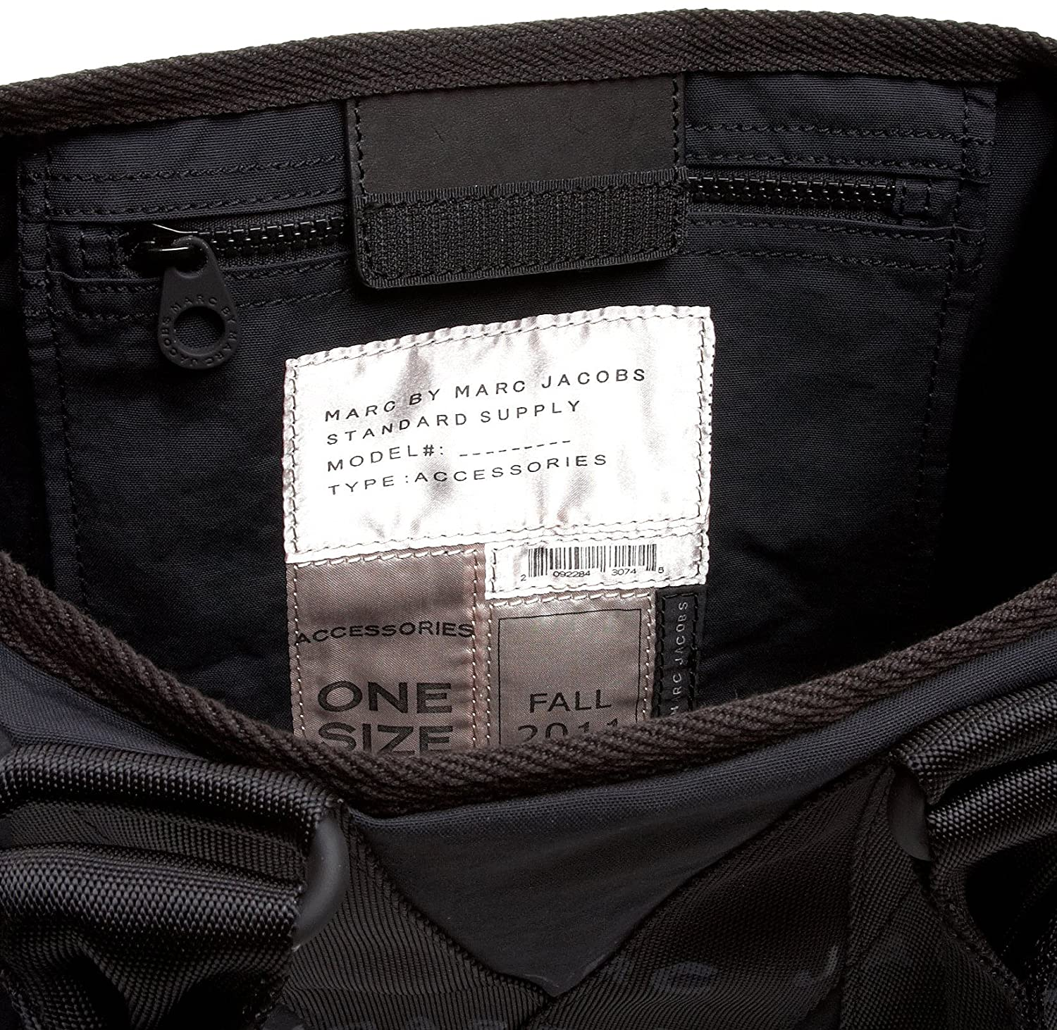ff07d8d930a98 Amazon.com: Marc by Marc Jacobs Standard Supply Small Cargo Tote,Black,one  size: Clothing