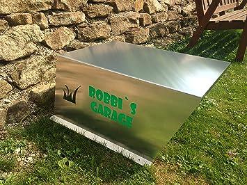 Garaje para robot cortacésped con inscripción en verde según ...
