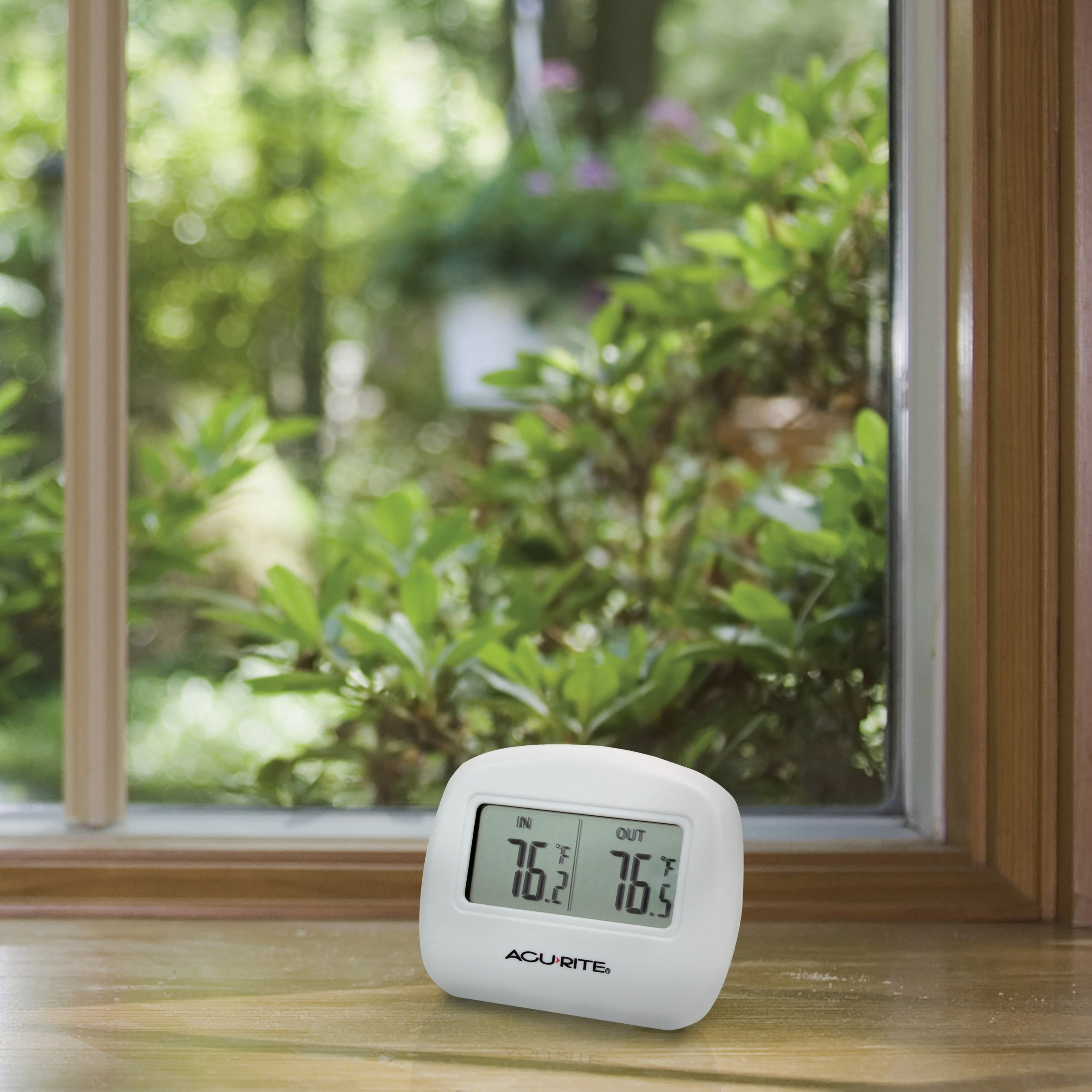 AcuRite 00782A2 Wireless Indoor/Outdoor Thermometer by AcuRite