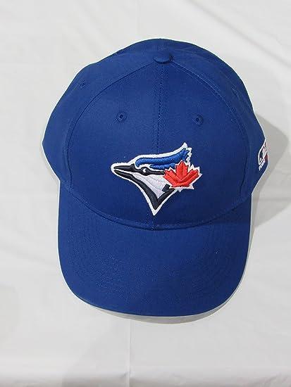 sports shoes 50b43 3fd5a Amazon.com   Toronto Blue Jays YOUTH Cap (NEW CF2 Flat or Curved Visor) MLB  Adjustable Major League Baseball Replica Hat   Sports Fan Baseball Caps    ...