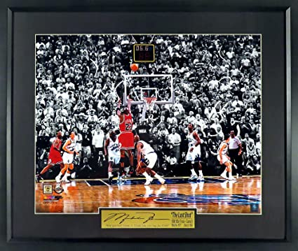 "efeebdba774 Chicago Bulls Michael Jordan ""The Last Shot"" Spotlight 11x14 Photograph  (SGA Signature Engraved"