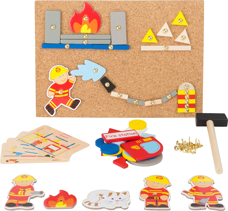 Small Foot 10581 Hämmerchenspiel auf Korkboden mit vielerlei Motiven aus Holz von der Feuerwehr zum Hämmern, inkl. Stecknadeln und Hämmerchen Small foot by Legler