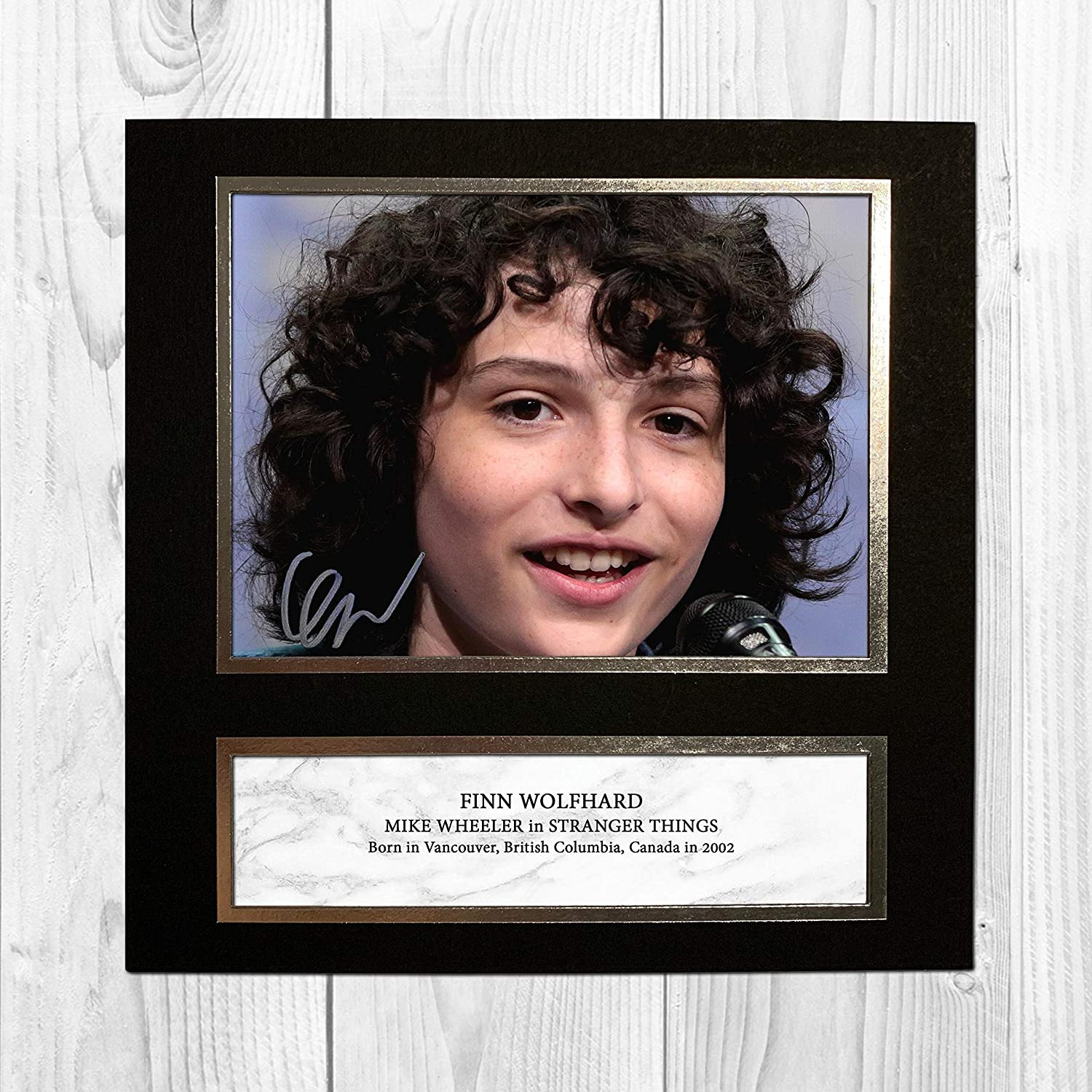 Finn Wolfhard - Stranger Things 1 NDW Signed Reproduction Autographed Wall Art - 10 Inch x 10 Inch Print (Card Mounted): Amazon.es: Hogar