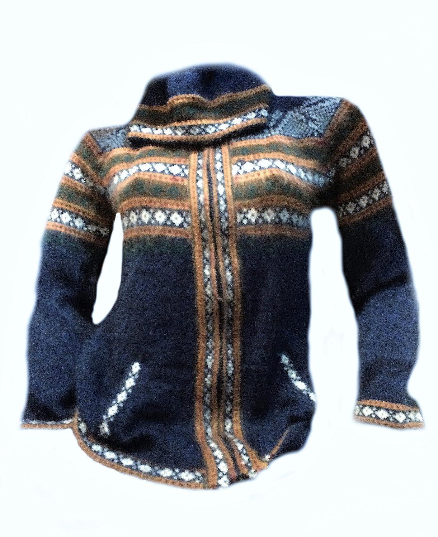 Alpacaandmore Blaue Kapuzen Strickjacke Alpakawolle verziert mit Ornamenten