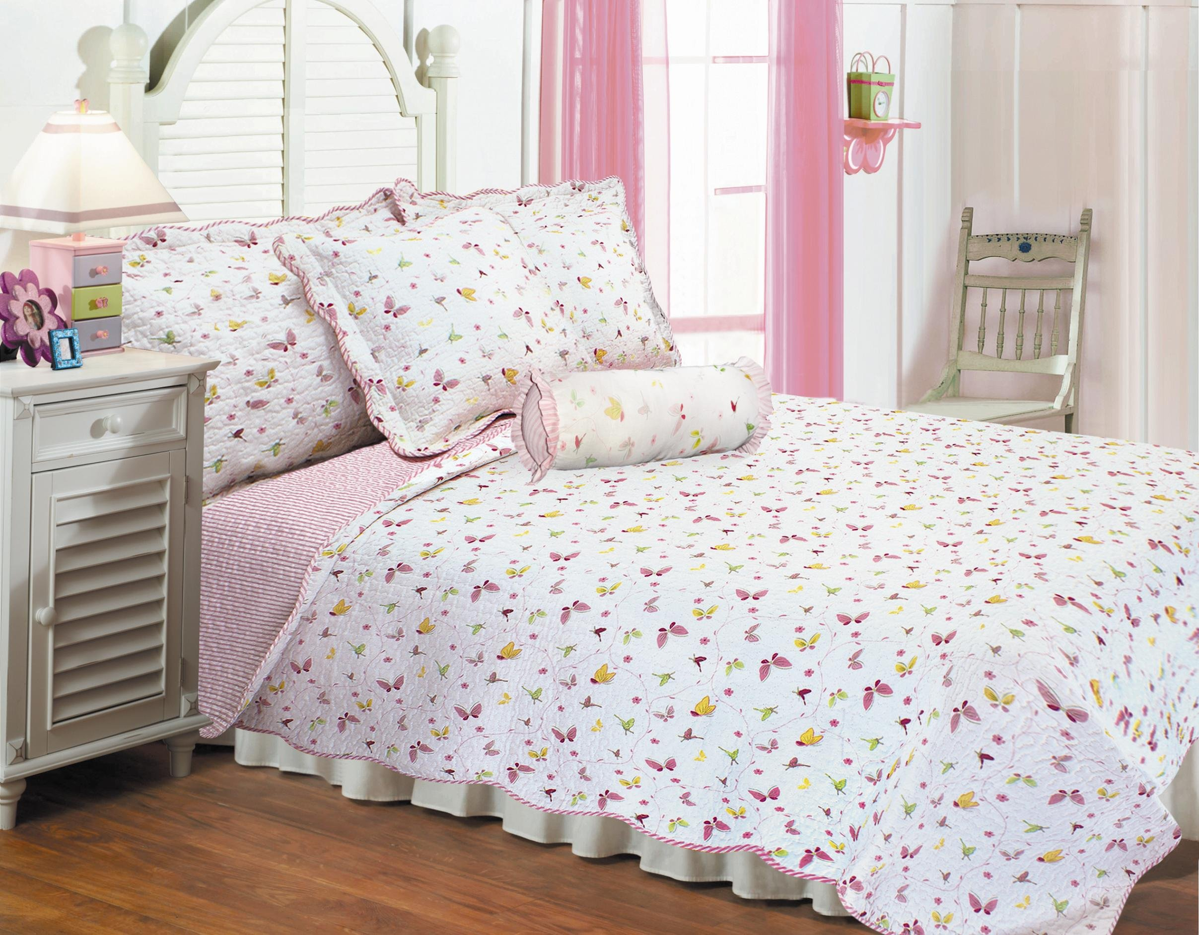 Textiles Plus Butterfly Dance Quilt Set with 2 Cushions, Twin