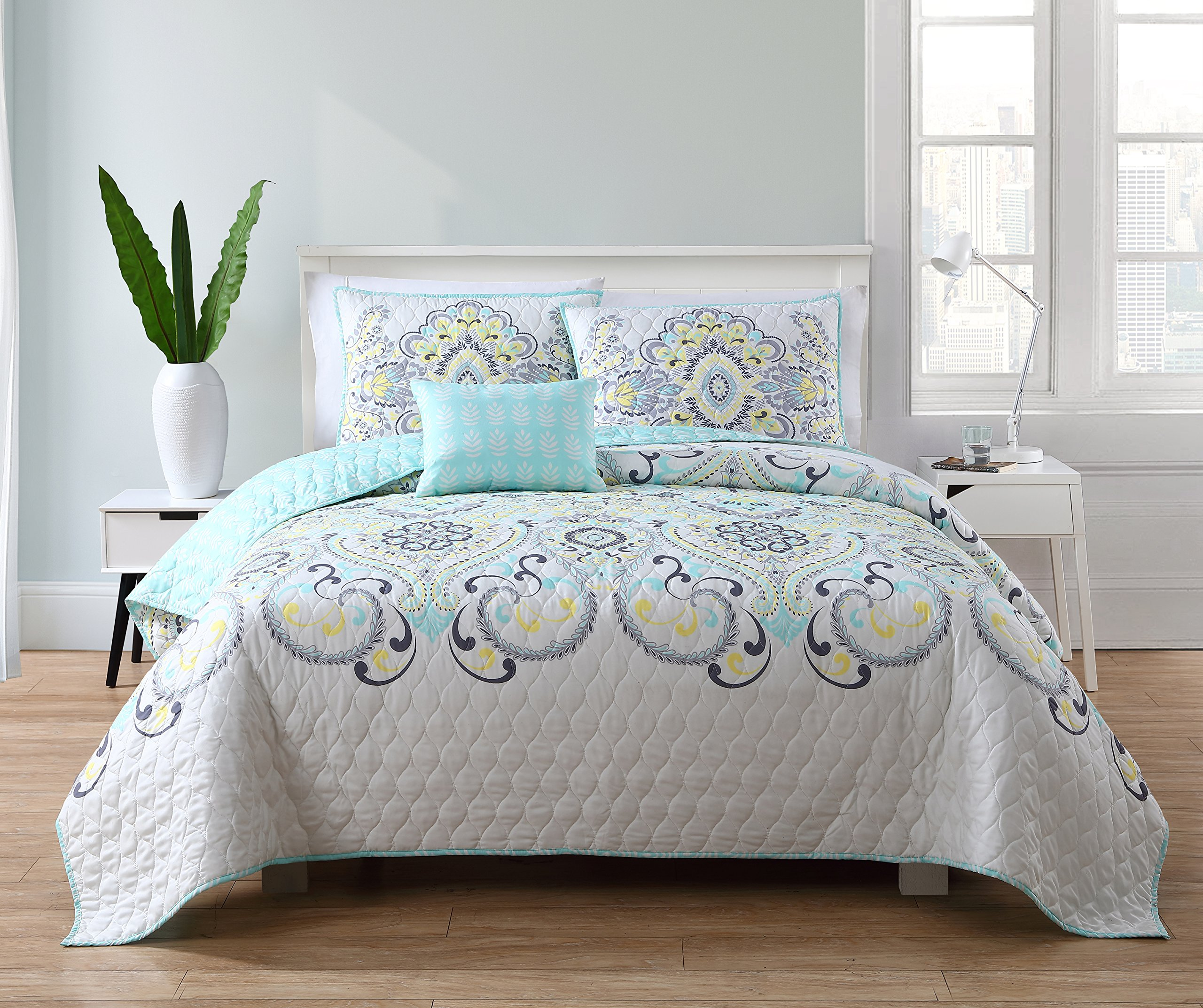 VCNY Home Amherst Bedding Quilt Set, Full/Queen, Yellow