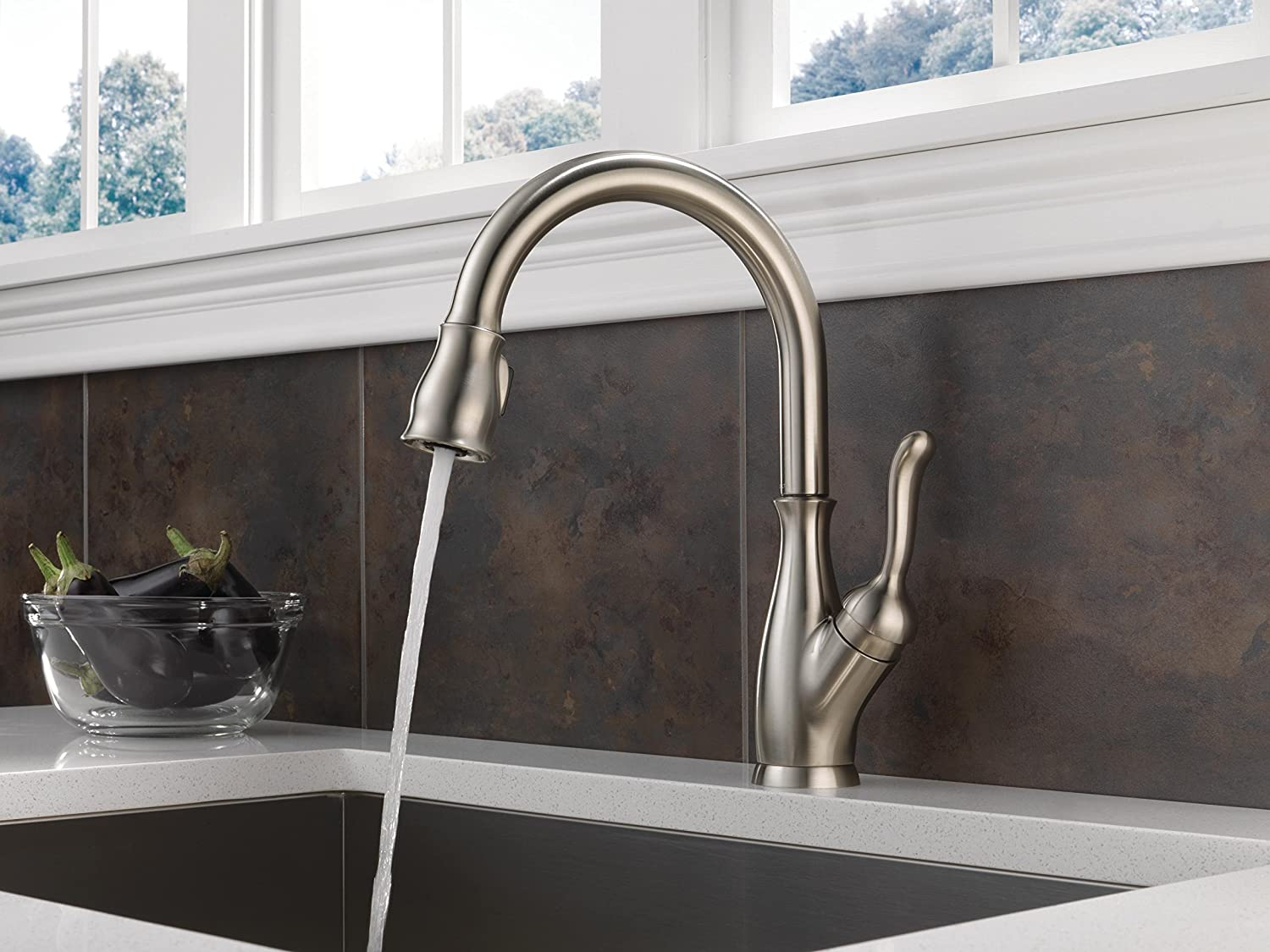 Delta Leland Single-Handle Pull-Down Kitchen Faucet with ShieldSpray ...