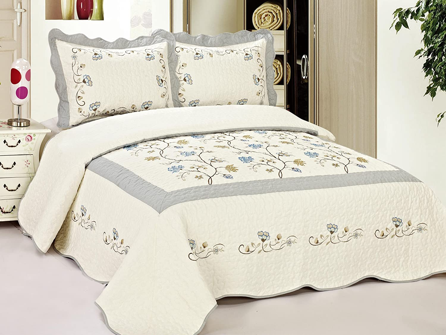 Amazon.com: King Size Quilted Bedspread Blue Flowers Floral 0046 ... : king size quilted bedspread - Adamdwight.com