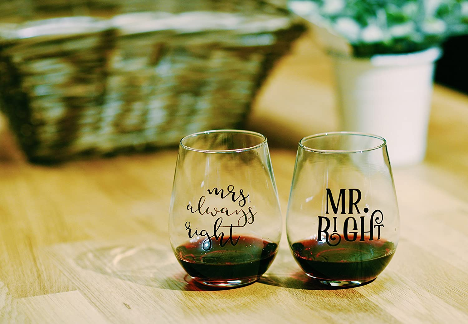 22oz Stemless Wine Glasses Set of 2 for Engagement Gifts CY22OZSLW-11C Mr Right /& Mrs Always Right Gift for Wedding Married Couple