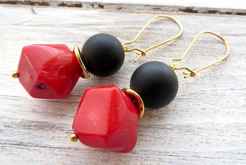 Pendientes de coral rojo y onix negro, pendientes colgantes, pendientes largos, joyas de piedras semi preciosas, joyas para mujer, joyas modernas