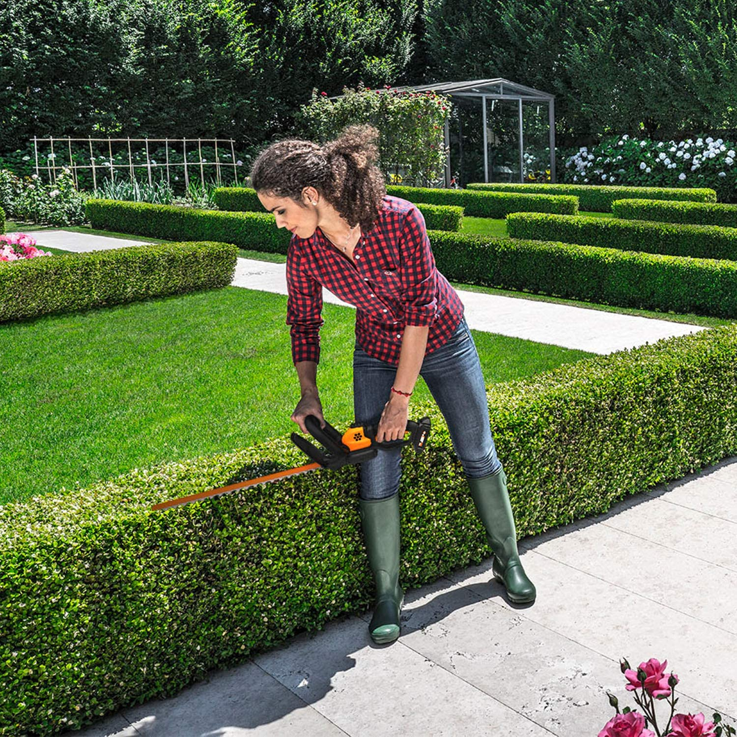 WORX WG261 20V Power Share 22-Inch Cordless Hedge Trimmer