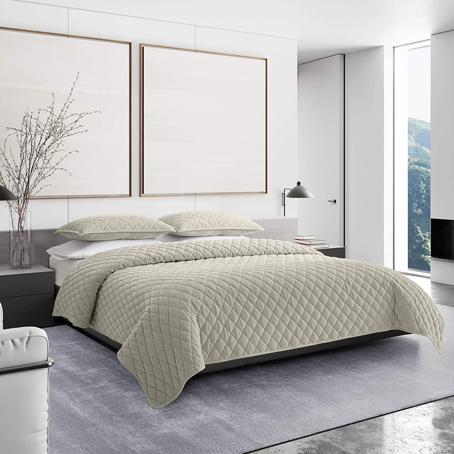 Vera Wang | Diamond Velvet Collection | Ultra Soft and Cozy Quilt Bedspread, Breathable and Lightweight 3-Piece Bedding Set, Modern Design for Bedroom Décor, King, Natural
