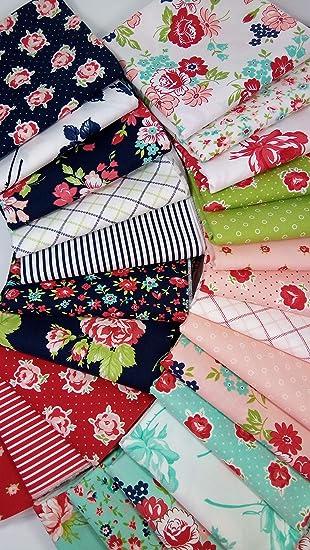 Moda Fat Quarter Bundle Moda Fabric Smitten Red /& Green Fat Quarter Bundle 7 piece Bonnie and Camille Smitten Fabric